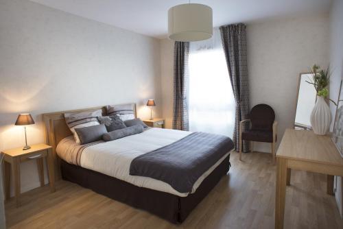 DOMITYS Le Vallon des Bois : Guest accommodation near Pruillé-le-Chétif