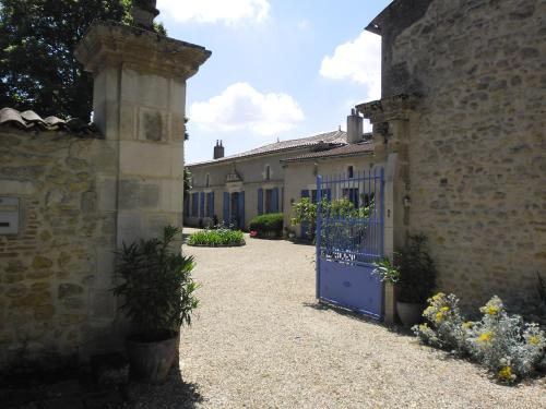 Chambres d'Hôtes La Sauvageonne : Bed and Breakfast near Saint-Aubin-de-Blaye