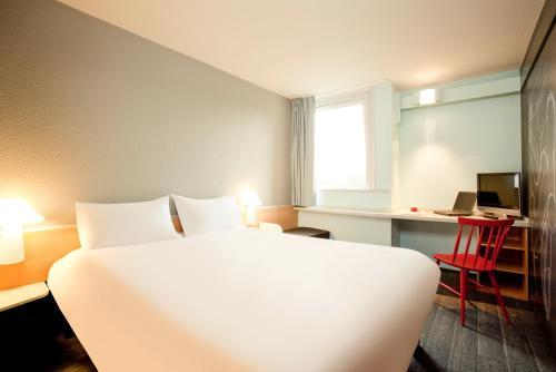 ibis Paris Gennevilliers : Hotel near Montmorency
