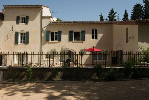 Le Domaine de L'Osage : Guest accommodation near Saint-Julien-de-Peyrolas