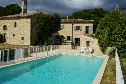 Le Prieuré Saint Pierre : Guest accommodation near Réauville