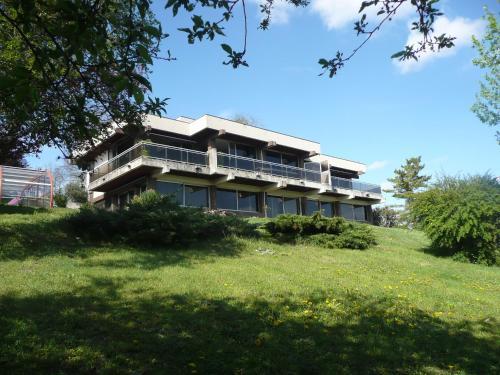 Les Hauts de Madargue : Guest accommodation near Saint-Priest-d'Andelot