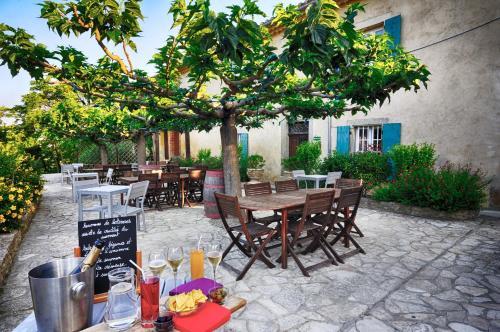 Domaine De Fraisse : Hotel near Roullens