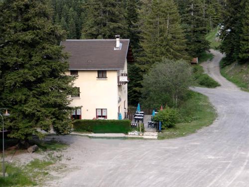 Hotel - Restaurant Le Blanchon : Hotel near Seyne