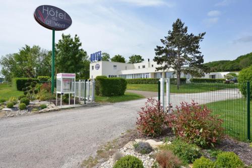 Hotel du Val Vert : Hotel near Avosnes