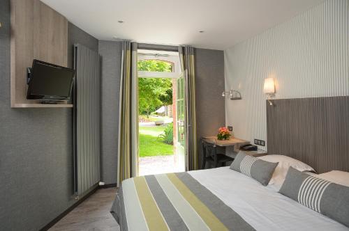Auberge De La Sélune : Hotel near Saint-Laurent-de-Terregatte