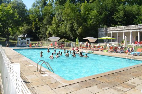 Camping Audinac Les Bains : Guest accommodation near La Bastide-du-Salat