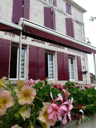 Le Saint Savinien : Hotel near Courcelles