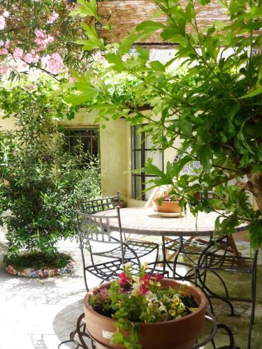 La Cachette : Apartment near L'Isle-sur-la-Sorgue