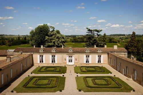 Château Fombrauge : Bed and Breakfast near Sainte-Terre