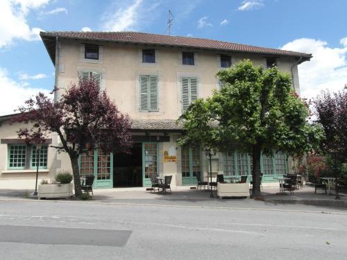 Hôtel Restaurant Le Périgord : Hotel near Saint-Santin