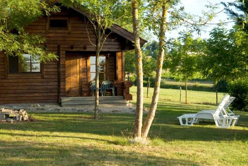 Les Chalets de Grazimis : Guest accommodation near Condom