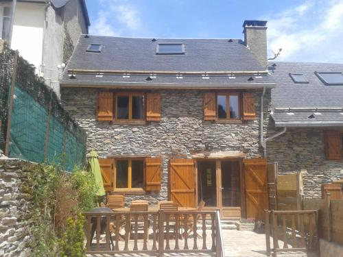 Les Grange de Luchon 1 : Guest accommodation near Moustajon