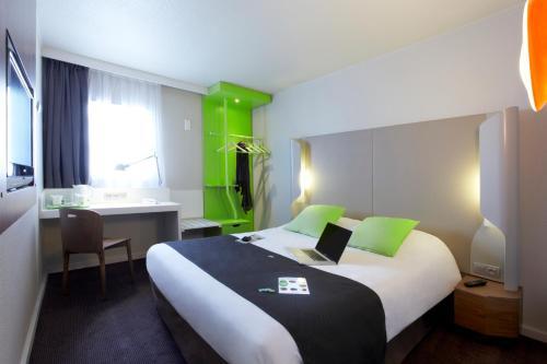 Campanile Saint-Germain-En-Laye : Hotel near L'Étang-la-Ville