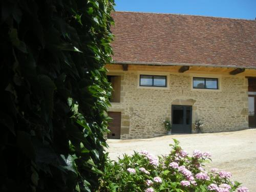 Le Champ de Liserole : Bed and Breakfast near Semur-en-Brionnais
