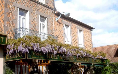 Hotel du Centre Randan : Hotel near Saint-Priest-Bramefant
