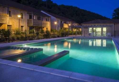Vacancéole - Résidence Le Clos du Rocher : Guest accommodation near Les Eyzies-de-Tayac-Sireuil