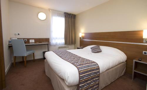 Comfort Hotel Linas - Montlhery : Hotel near Leuville-sur-Orge