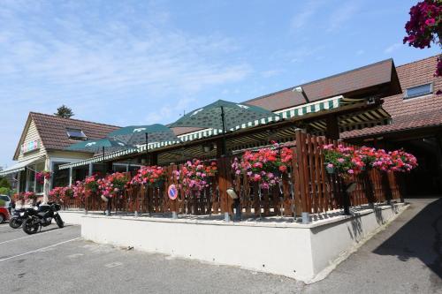 Espace Squash 3000 : Hotel near Heimsbrunn