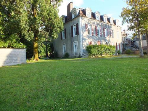 Le Trianon de Salies : Bed and Breakfast near Sallespisse