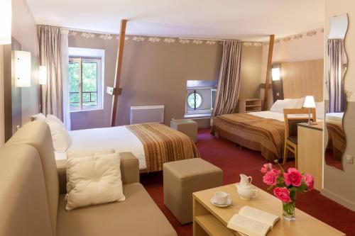 Hotel The Originals Chinon Le Lion d'Or (ex Inter-Hotel) : Hotel near Chinon