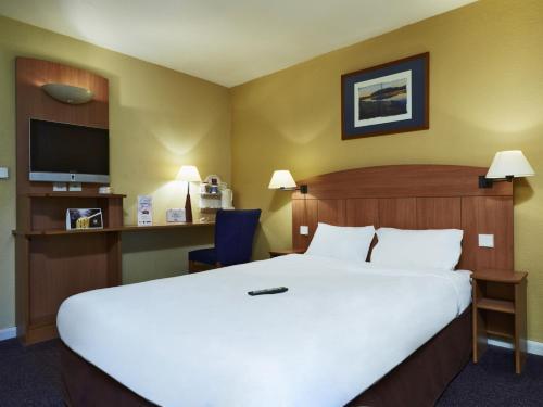 Hotel de Villeneuve la Garenne : Hotel near Andilly