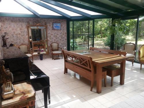 Gîtes Les Courrèges : Guest accommodation near Saint-Seurin-de-Bourg