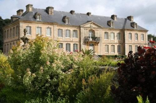 Chateau De Pont-Rilly : Guest accommodation near Yvetot-Bocage
