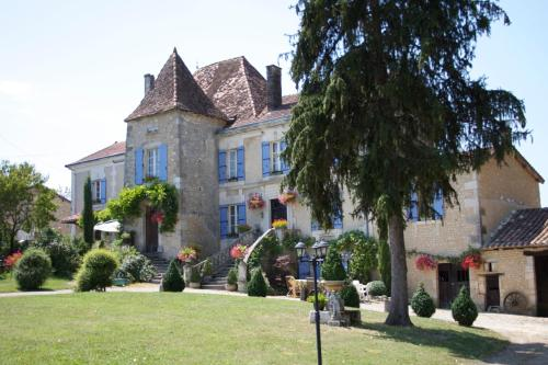 Manoir La Breuille : Bed and Breakfast near Vaux-Lavalette