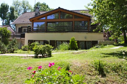 La Rose des Vents : Bed and Breakfast near Poincy