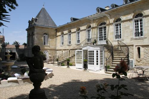 Chambres d'Hotes La Chartreuse des Eyres : Bed and Breakfast near Rions