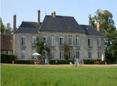 Château de Sarceaux : Bed and Breakfast near Chailloué