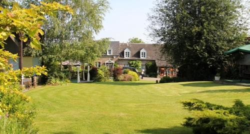 Les Freuberts B&B : Bed and Breakfast near Fougerolles-du-Plessis