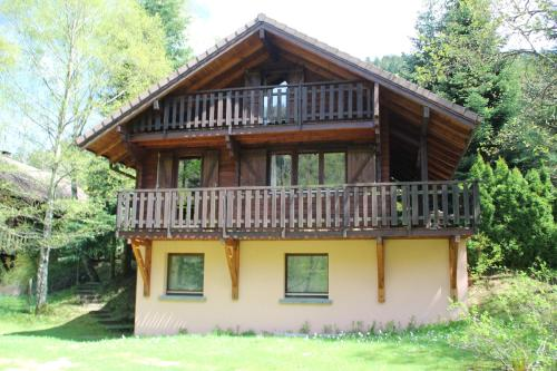 Chalet individuel en madrier vologne 3 chambres : Guest accommodation near Wildenstein