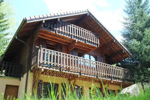 Chalet individuel en Madrier Vologne 5 chambres : Guest accommodation near Wildenstein