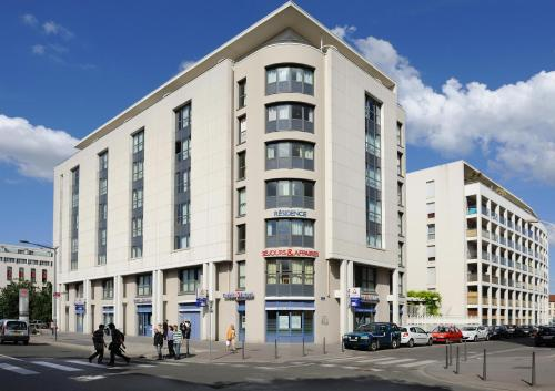 Séjours & Affaires Lyon Park Avenue : Guest accommodation near Oullins