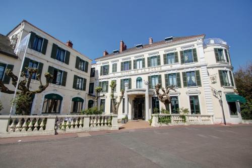 Najeti Hôtel de la Poste : Hotel near Meloisey