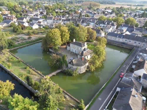 Les Douves : Bed and Breakfast near Onzain