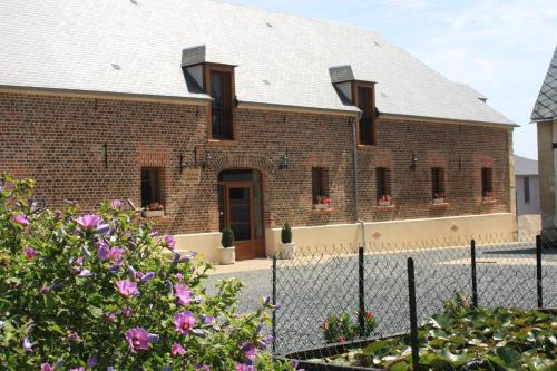 La Grange de Boulaines : Bed and Breakfast near Berville