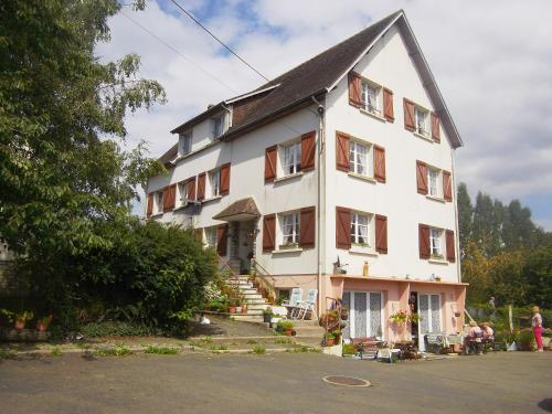 Lenard Charles Bed & Breakfast : Bed and Breakfast near Beaulandais