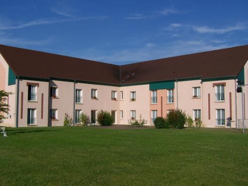 Brit hôtel Du Perche : Hotel near Sérigny