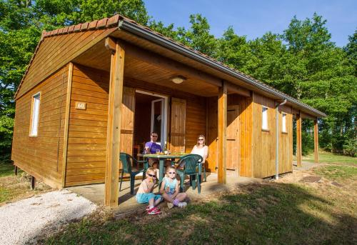 Les Chalets de la Vingeanne : Guest accommodation near Arbot