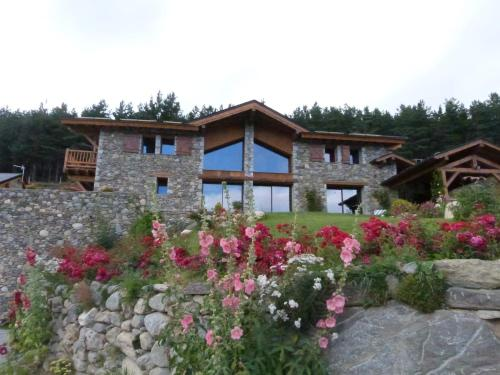 Chalet du Soula : Bed and Breakfast near Formiguères