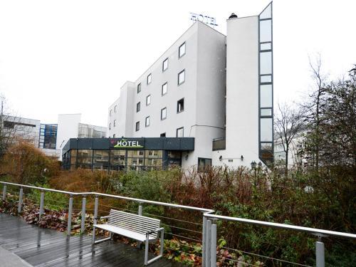 Brit Hotel Confort Rouen Centre : Hotel near Bonsecours