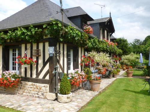 La Ferme Du Pressoir Guest House : Guest accommodation near Fatouville-Grestain