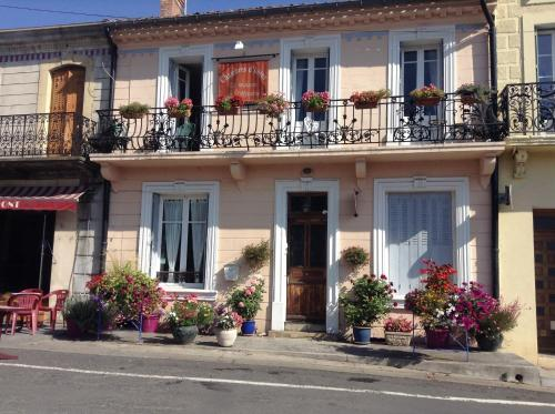 La Maison de la Riviere B&B : Bed and Breakfast near Saint-Jean-de-Paracol