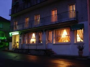 Hotel Restaurant du Tourisme : Hotel near Sainte-Colombe
