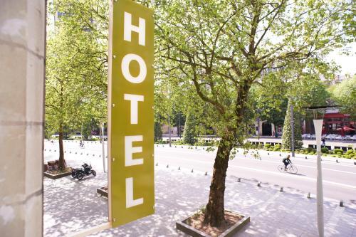 Logis Hôtel Duquesne : Hotel near Nantes