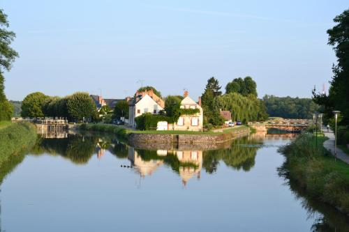 Holiday home A la passerelle : Guest accommodation near Loury