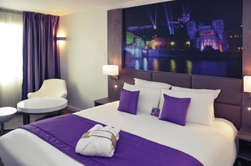 Mercure Lyon Est Chaponnay : Hotel near Valencin